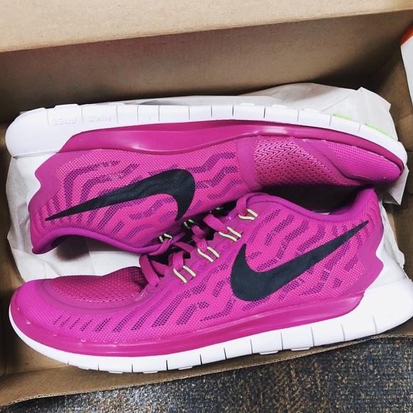 b8e1be0de714 NWT✨ Women s Nike Free 5.0 Shoes